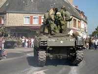 sherman m4 105 mm normandie 2004