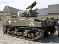 sherman m4 105mm englesqueville-la-percee normandie 2004