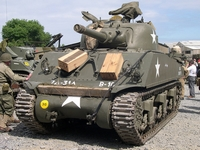 sherman m4 105mm normandie 2004