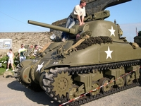sherman m4a1 75mm englesqueville-la-percee normandie 2004